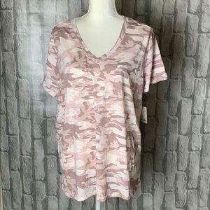 3/$25 🌟🌟🌟 MUDD pink camo tee